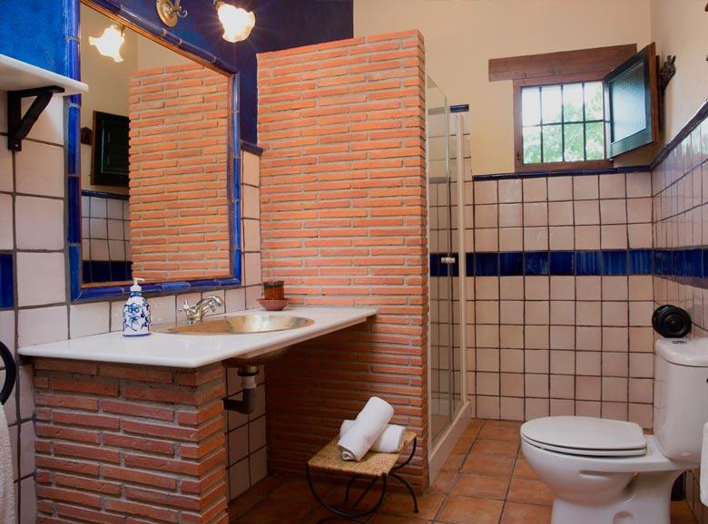 cuarto de baño con ducha - Casa rural El Canjilón - Montefrio