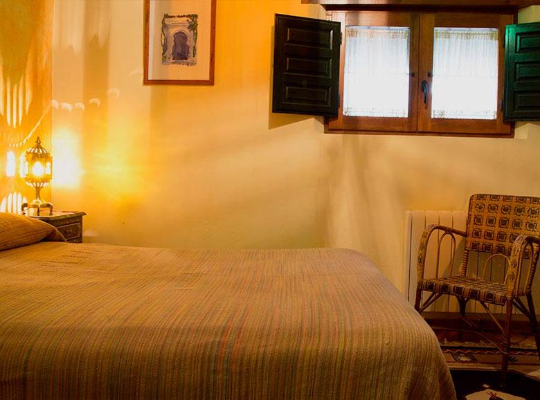 habitacion con ventana - Casa rural El Canjilón - Montefrio